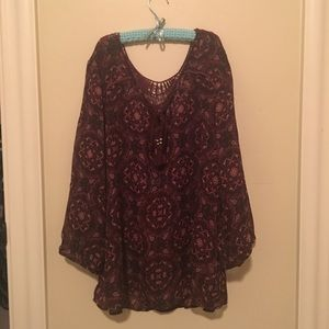 Poleyester blouse with lace peekaboo back.